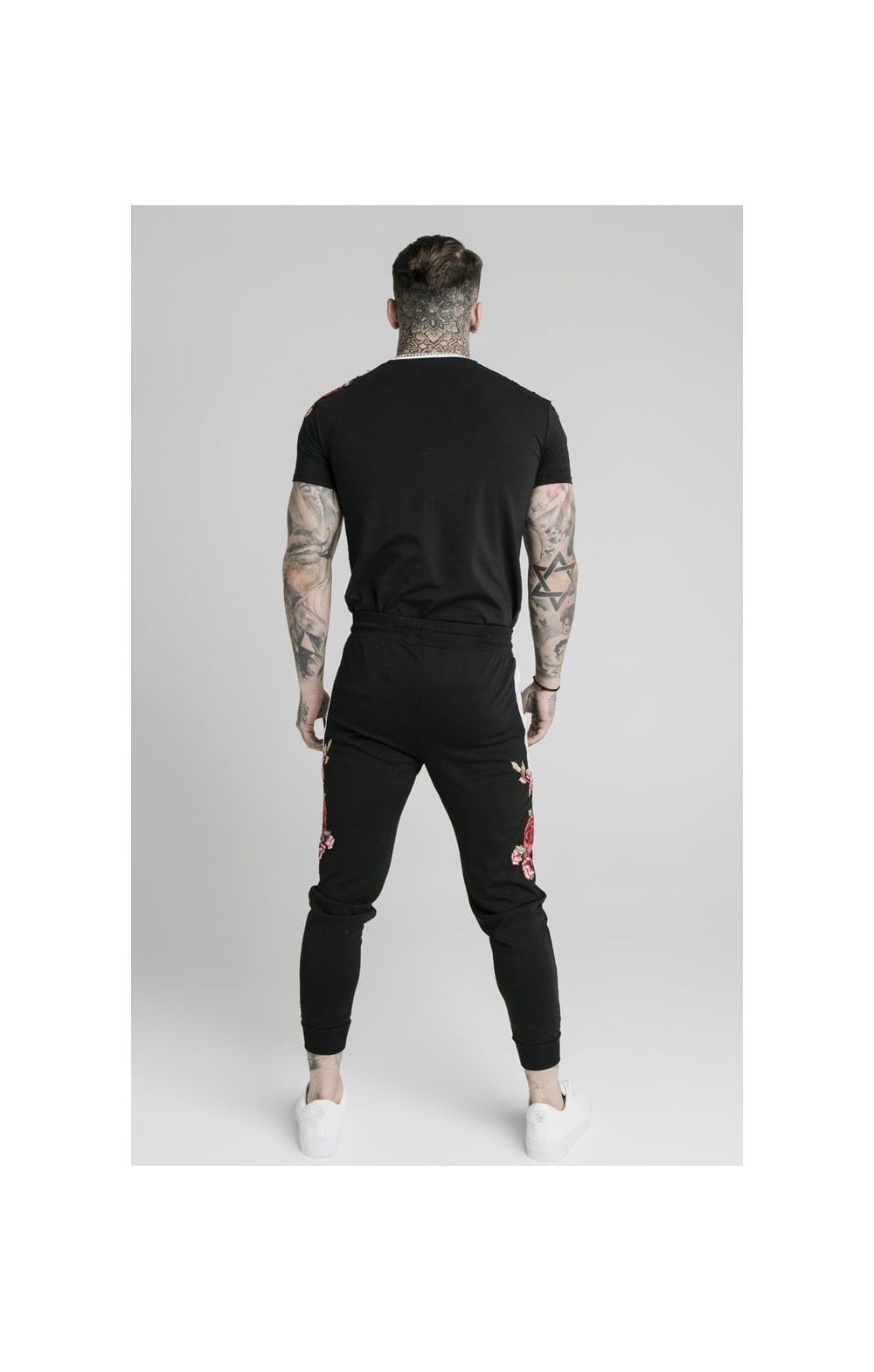 Load image into Gallery viewer, SikSilk Straight Hem Appliqu�� Gym Tee - Black (4)