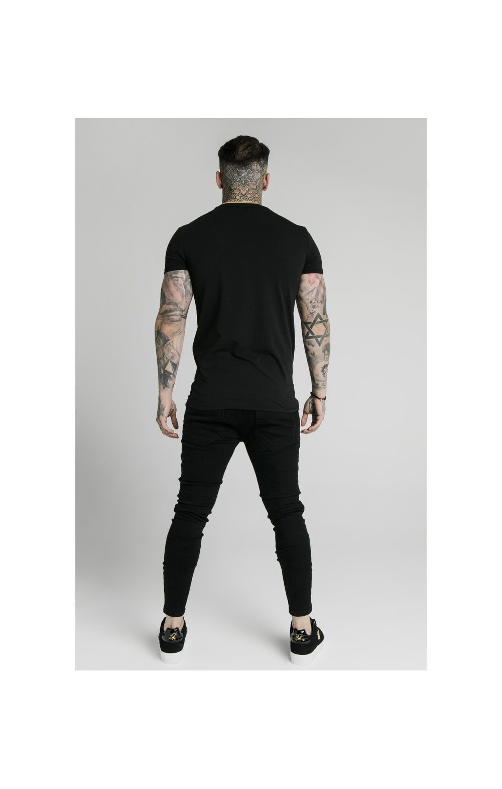 Load image into Gallery viewer, SikSilk Straight Hem Gym Tee – Black & Gold (5)