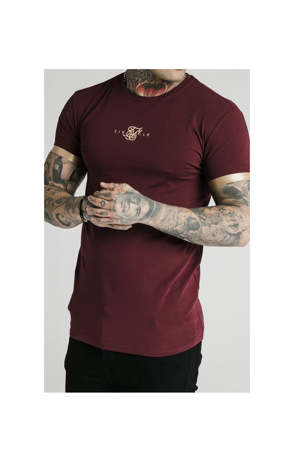 Load image into Gallery viewer, SikSilk S/S Inset Cuff Gym Tee – Burgundy & Gold (1)