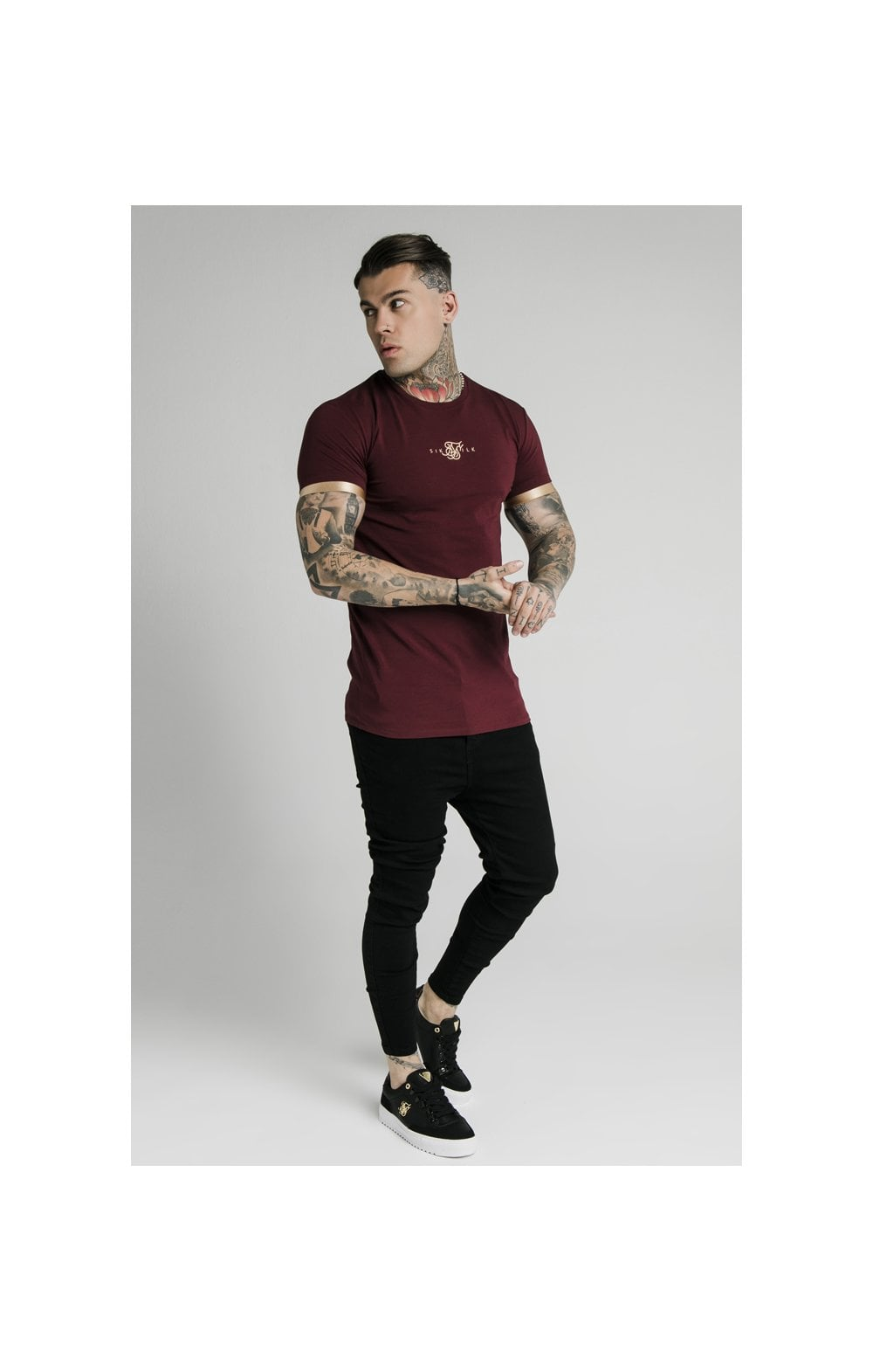 Load image into Gallery viewer, SikSilk S/S Inset Cuff Gym Tee – Burgundy & Gold (2)