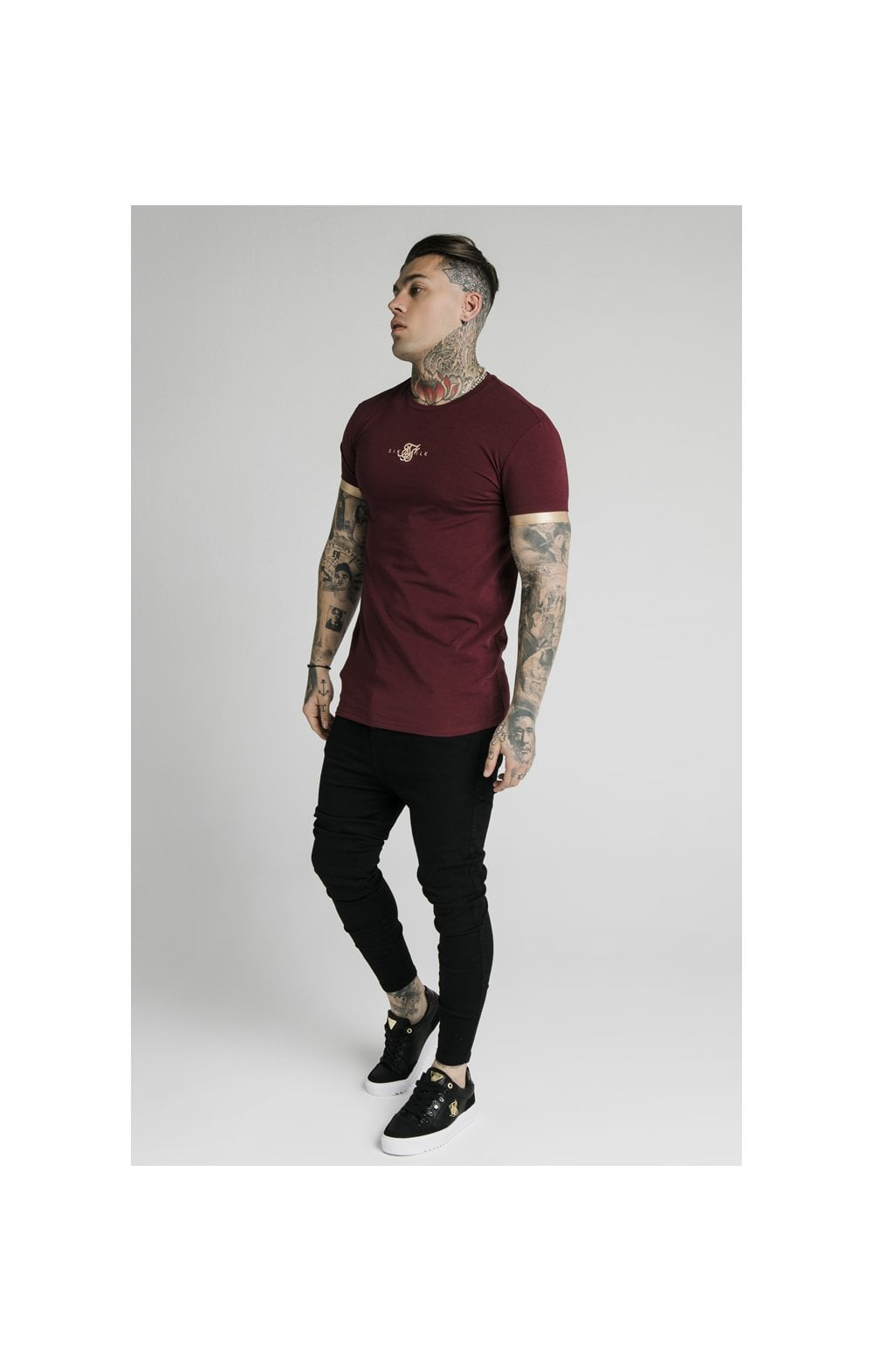 Load image into Gallery viewer, SikSilk S/S Inset Cuff Gym Tee – Burgundy & Gold (3)