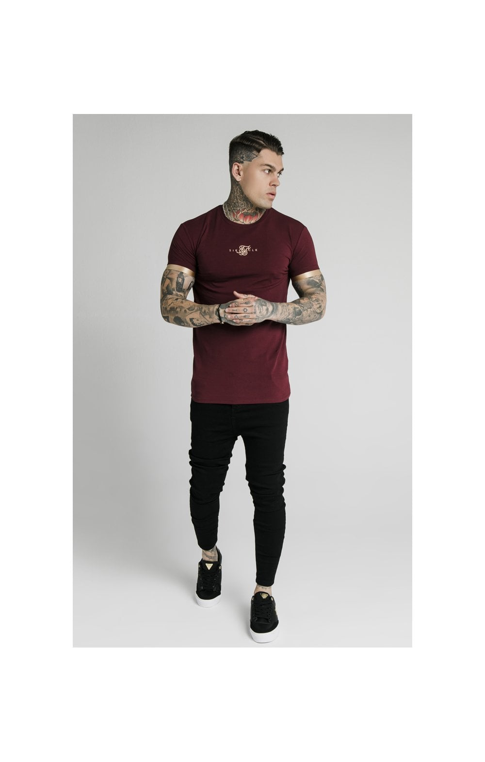 Load image into Gallery viewer, SikSilk S/S Inset Cuff Gym Tee – Burgundy & Gold (4)