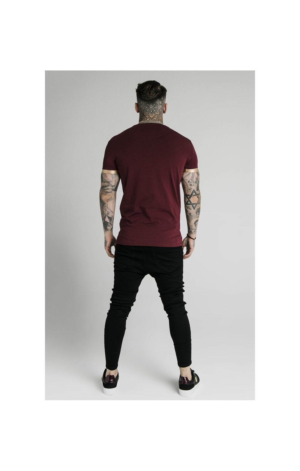 Load image into Gallery viewer, SikSilk S/S Inset Cuff Gym Tee – Burgundy & Gold (5)