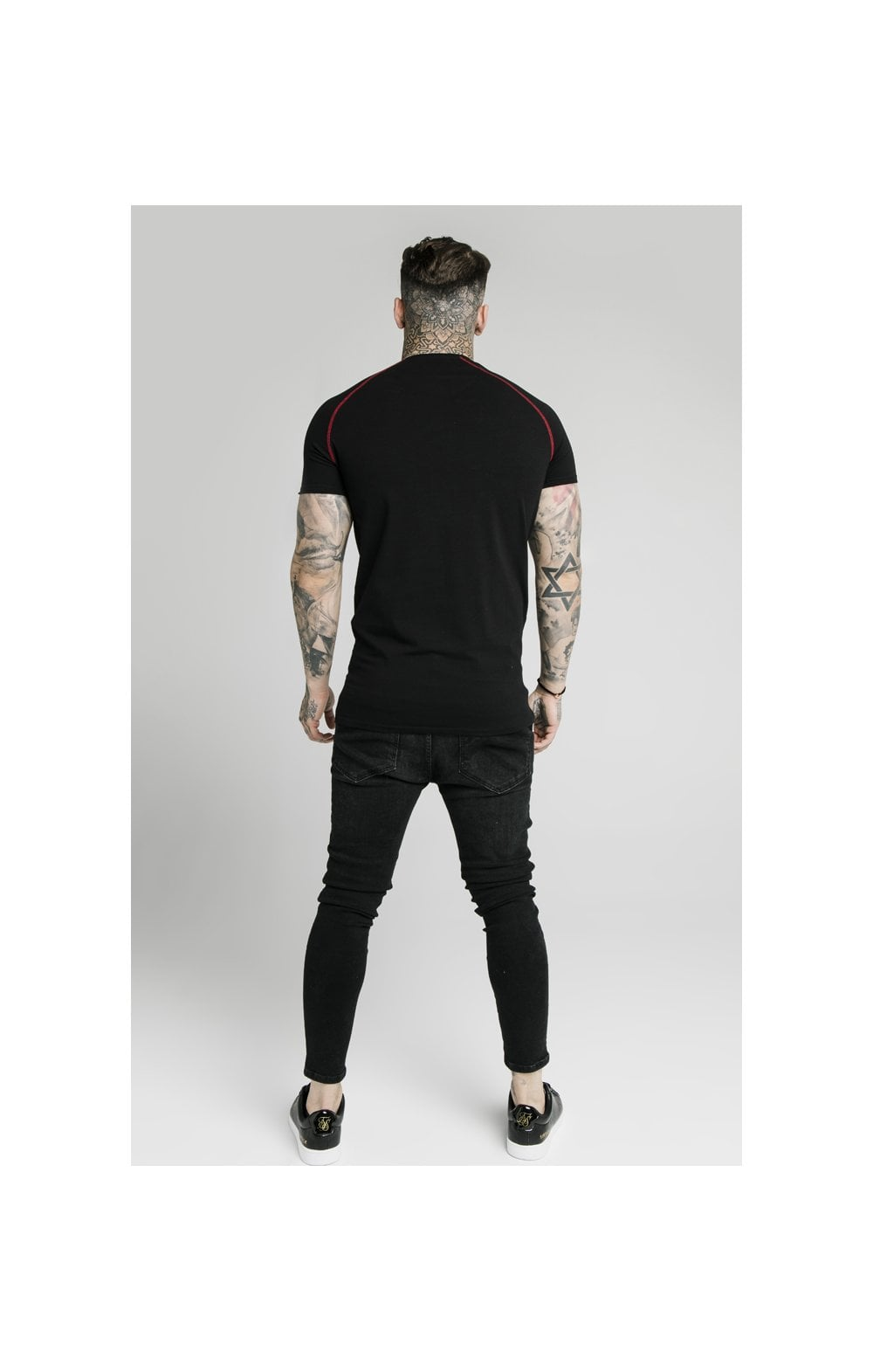Load image into Gallery viewer, SikSilk Cover Stitch Raglan Gym Tee - Black & Red (3)