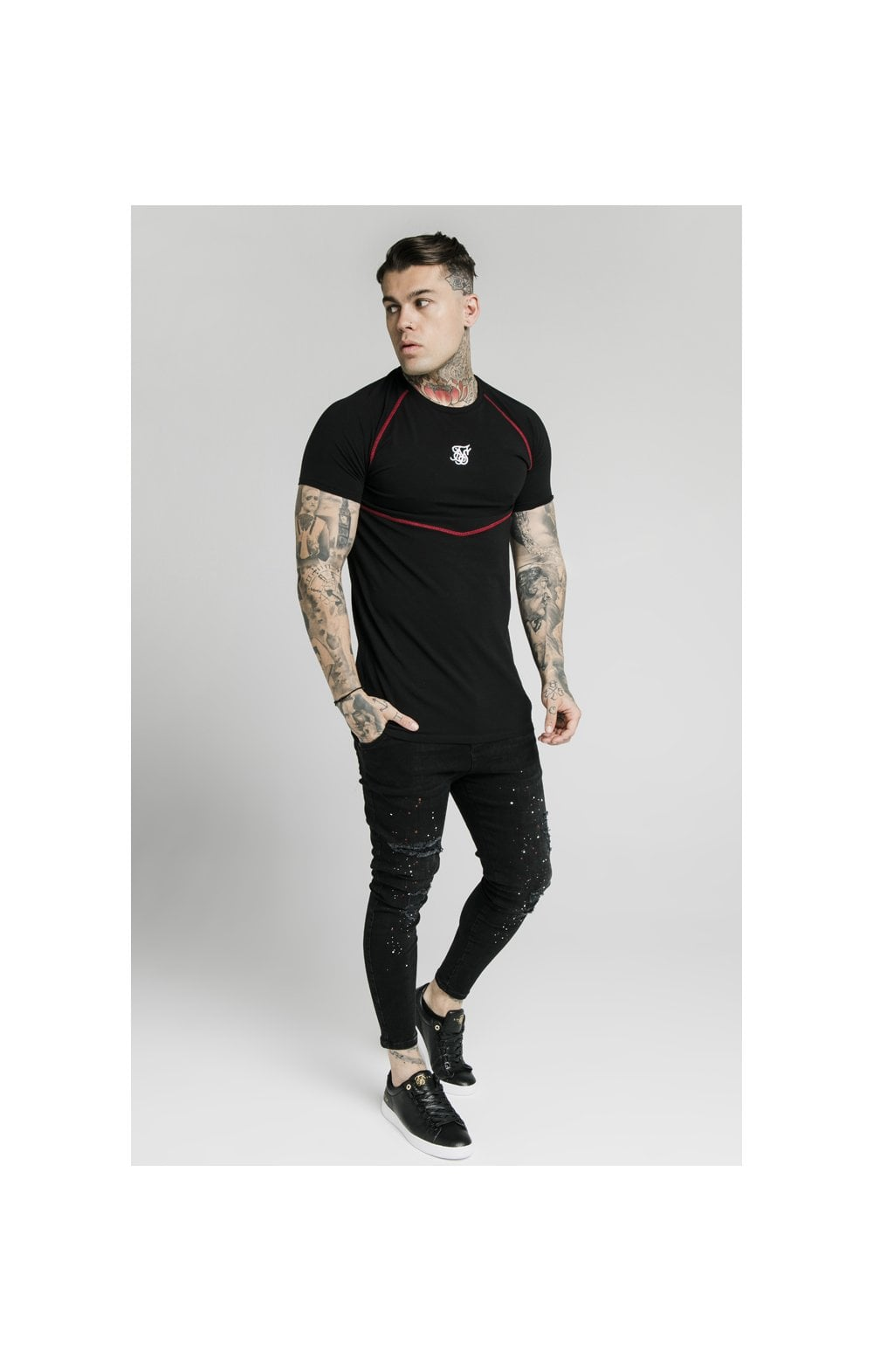 Load image into Gallery viewer, SikSilk Cover Stitch Raglan Gym Tee - Black & Red (5)