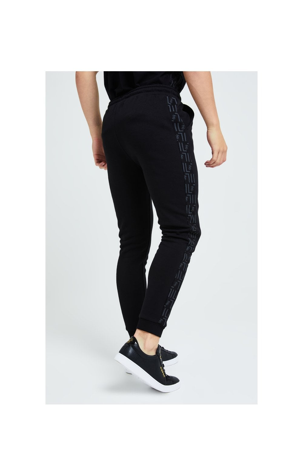 Illusive London Elite Joggers – Black (2)