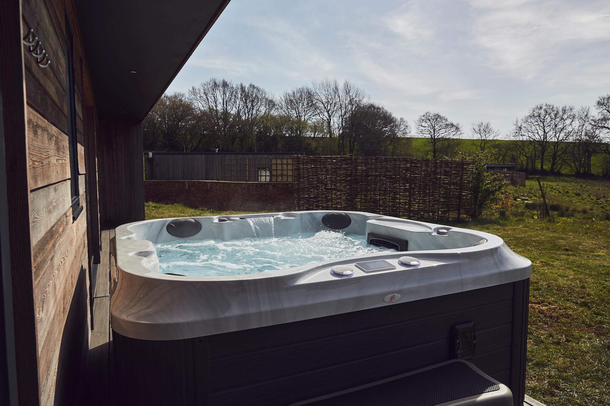 UK Hot Tub Buying Guide