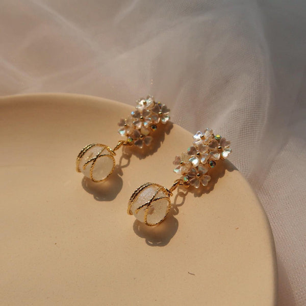White Shell Flower Earrings 044 - Abbott Atelier