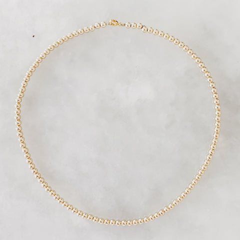 The Small Classic: Necklace with Small Gold Beads