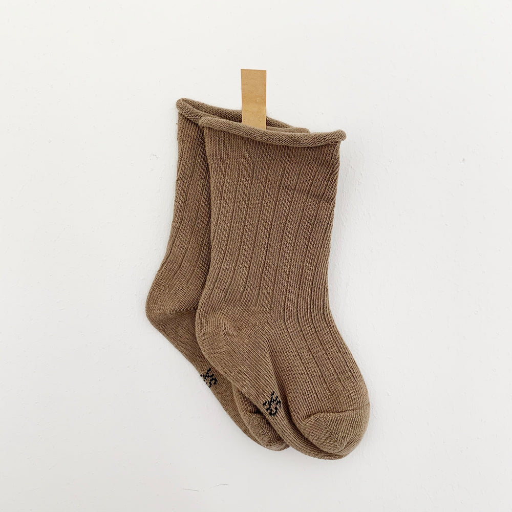 TINY TROVE RIBBED SOCKS OAK