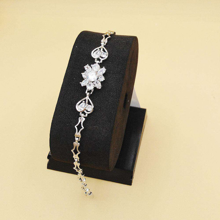 Trendy Heart & Flower Shape Bracelet