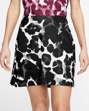 Load image into Gallery viewer, Women's UV Victory Print Skort