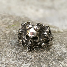Load image into Gallery viewer, Baroque Skull Ring