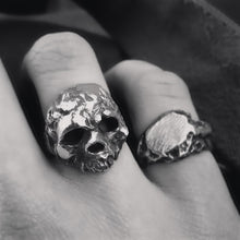 Load image into Gallery viewer, Retro Skull Ring