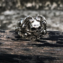 Load image into Gallery viewer, Vine Skull Ring