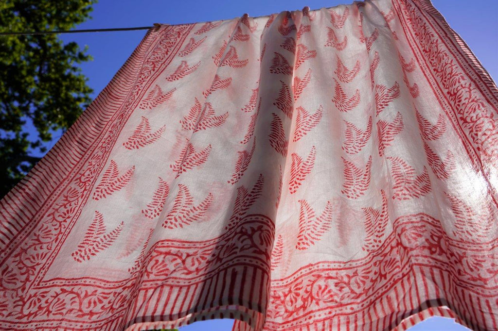 Red/White Leaf Sarong - desray.co.za