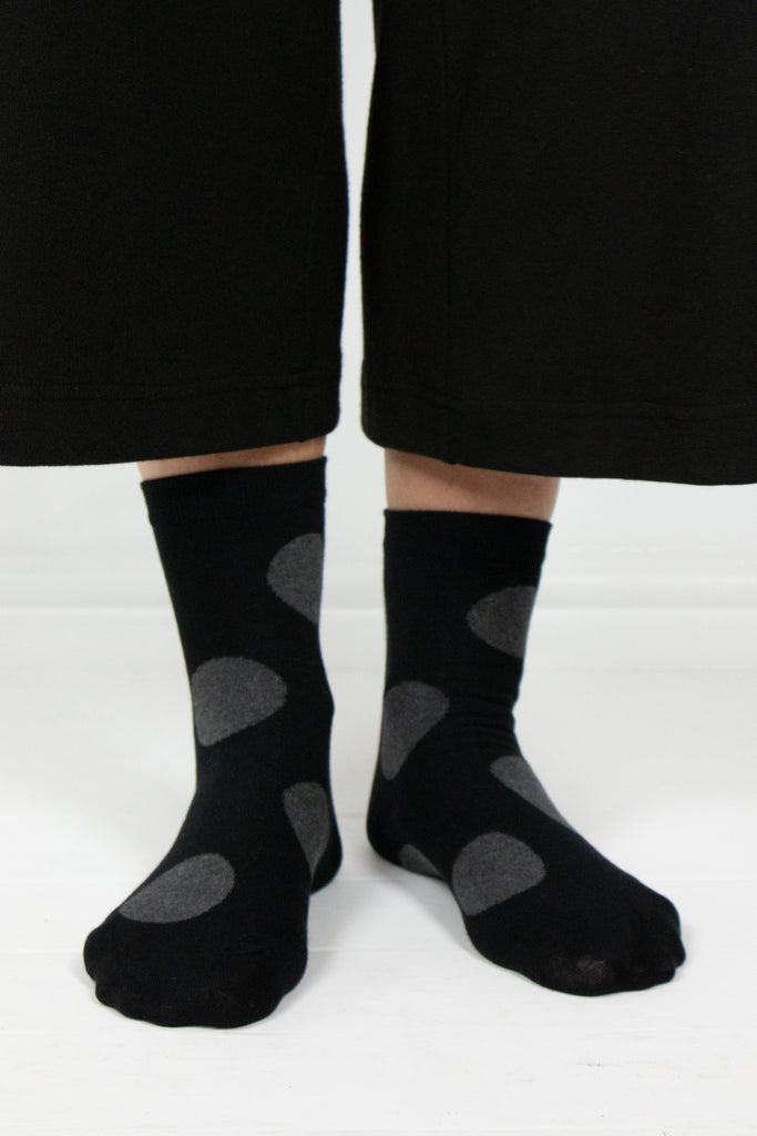 Blk and Gry Polka Dot Socks - desray.co.za
