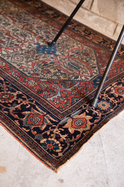 Finely Knotted Antique Persian Rug / Item 1294 image 9