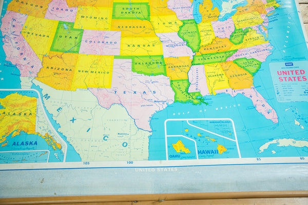 Vintage Modern School USA Pull Down Map - Us vintage map with dowel