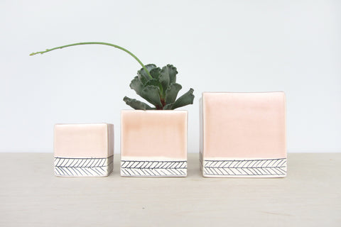 Small Peach and Herringbone Planter // ONH Item 4462