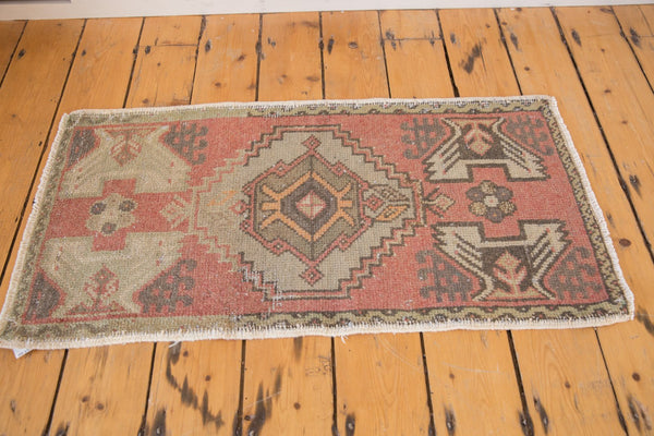 Vintage Distressed Oushak Rug Mat Runner / Item 5308 image 3