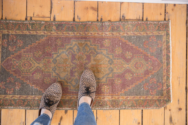 Vintage Distressed Oushak Rug Mat Runner / Item 5330 image 2