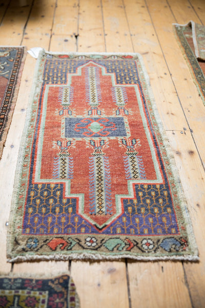 Vintage Distressed Oushak Rug Mat Runner / Item 6156 image 4