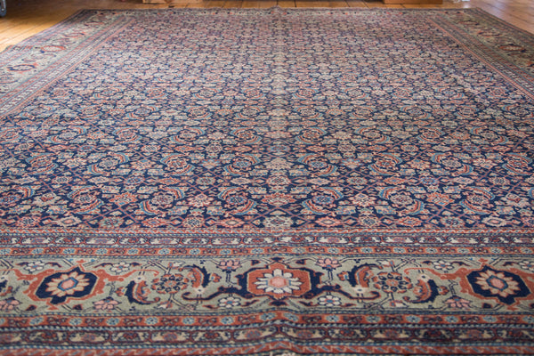 Distressed Tabriz Carpet / Item ee001731 image 5