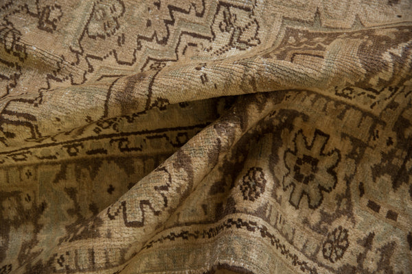 Vintage Distressed Heriz Carpet / Item sm001410 image 12