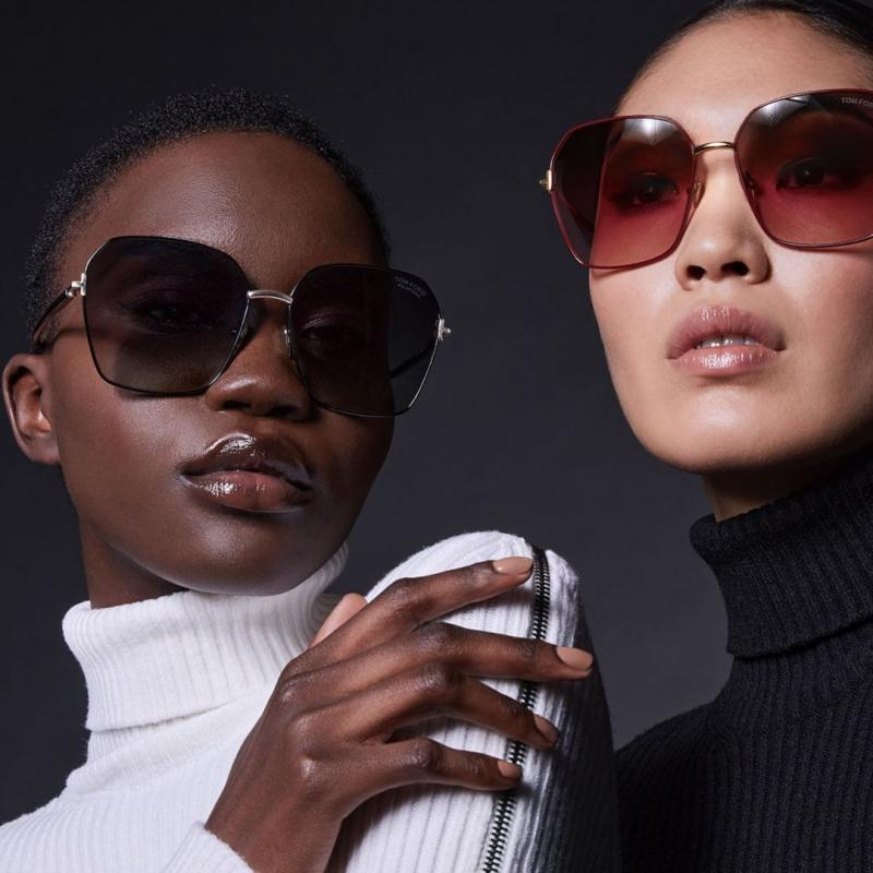 Models wearing Tom Ford sunglasses 01B Black/ Graduated purple lens Tom Ford Claudia FT0839 Oversized Sunglasses