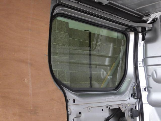 Left Fixed Window (Privacy) For Trafic - Not A Sliding Door