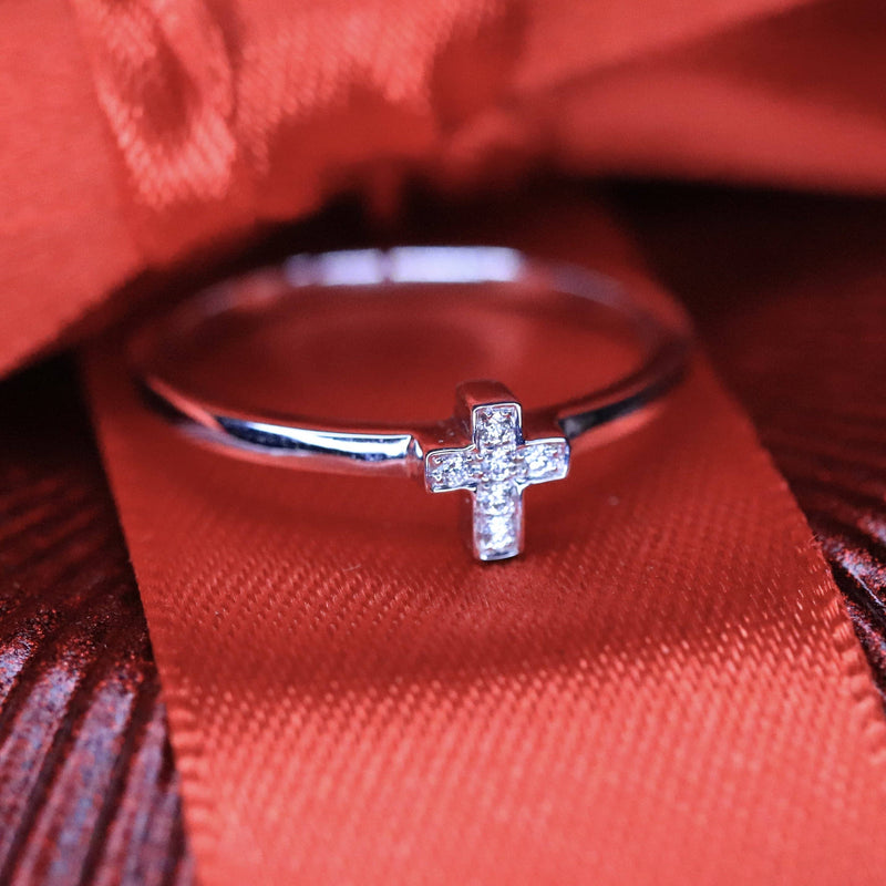 18K White Gold Diamond Cross Ring.