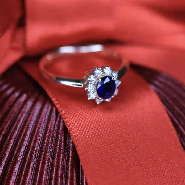 18K Yellow Gold Oval Sapphire Ring.