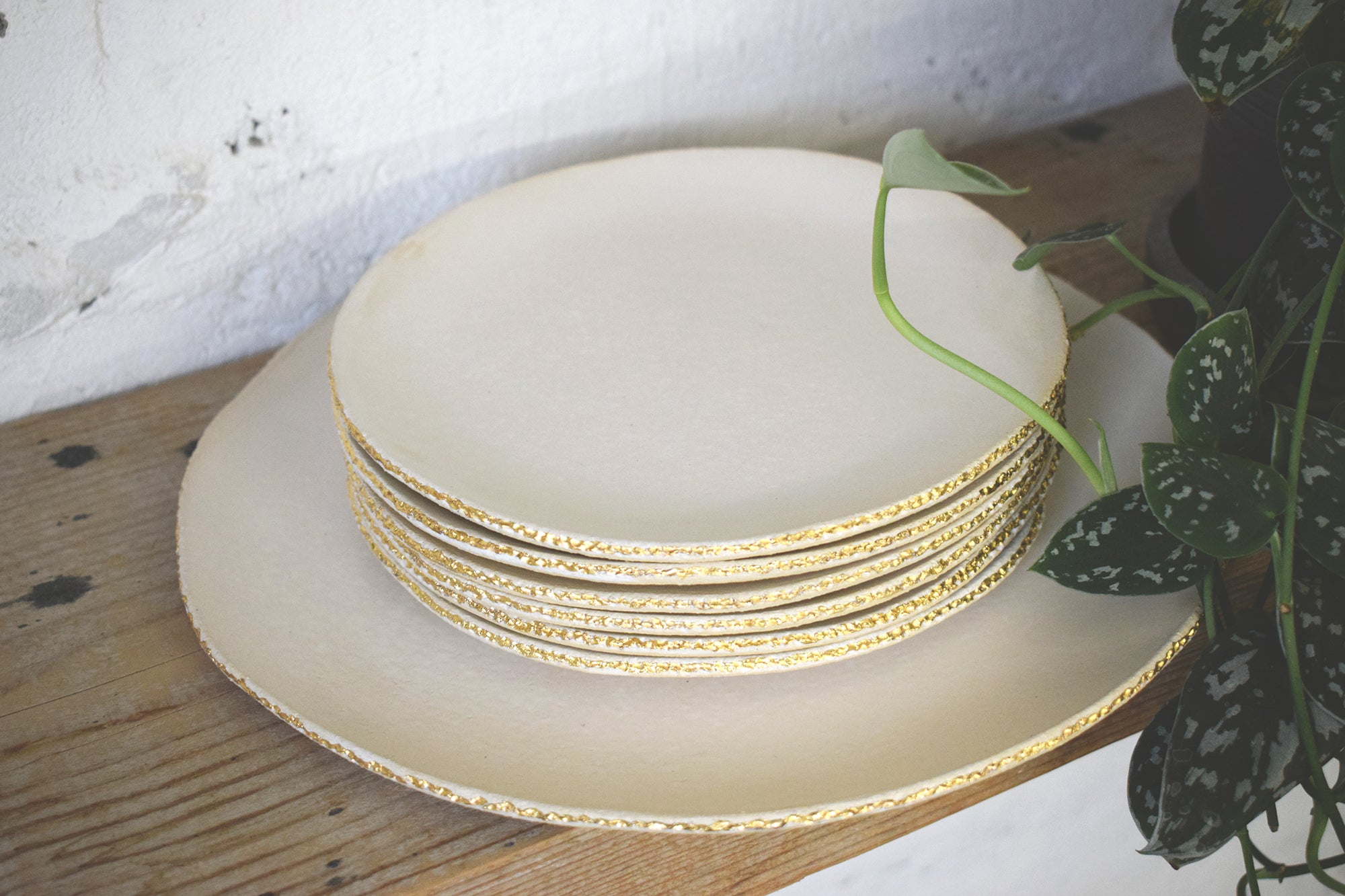 Dessert set /  six small plates, one serving plate