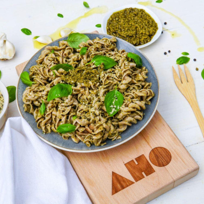 Basil pesto recipe with gluten-free pasta - ready in just 3 min!