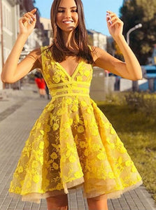 V Neck Yellow Appliques Short Tulle Homecoming Dresses