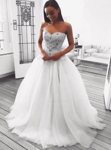Ball Gown Sweetheart Tulle Ivory Sweep Train Prom Dresses
