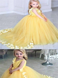 V Neck Sweep Train Yellow Tulle Flower Girl Dresses with Flower