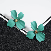 Load image into Gallery viewer, NZ - Sweet Green Painted Flower Stud Earrings