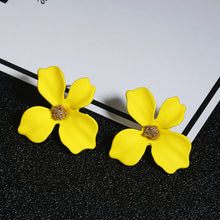 Load image into Gallery viewer, NZ - Sweet Yellow Painted Flower Stud Earrings