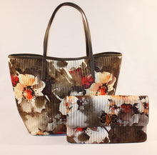 Load image into Gallery viewer, Sondra Roberts Tan Quilted Floral Tote