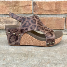 Load image into Gallery viewer, Distressed Leopard Platform Sandals