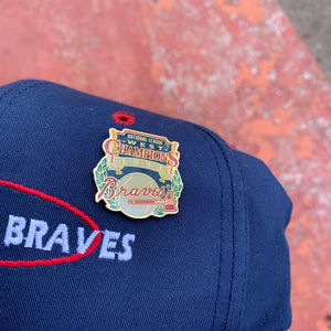 90's Atlanta Braves Snapback Hat w/ 1993 Division Champs Pin-Locker Room Clt