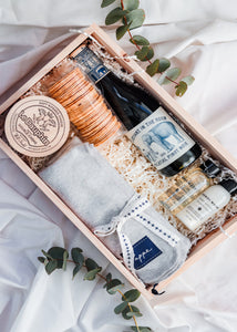 MUM AND BUB LUXE BABY BOX
