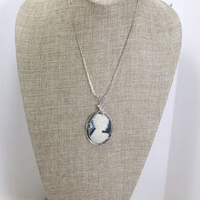 Load image into Gallery viewer, Palaciata Wire Wrap Cabochon Pendant Necklace relevant front view
