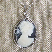 Load image into Gallery viewer, Palaciata Wire Wrap Cabochon Pendant Necklace blow up view