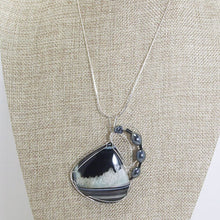 Load image into Gallery viewer, Sadee Wire Wrap Cabochon Pendant Necklace close up view