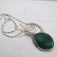 Load image into Gallery viewer, Hadda Malachite Cabochon Pendant Necklace flat view