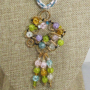 Nahama Beaded Wire Pendant Necklace front blow up view
