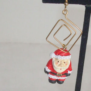 Hafsa Christmas Dangle Earrings single view